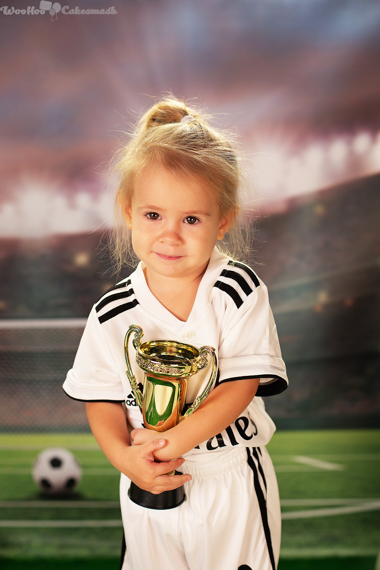 woohoo_cakesmash_Katya_football_girl_3