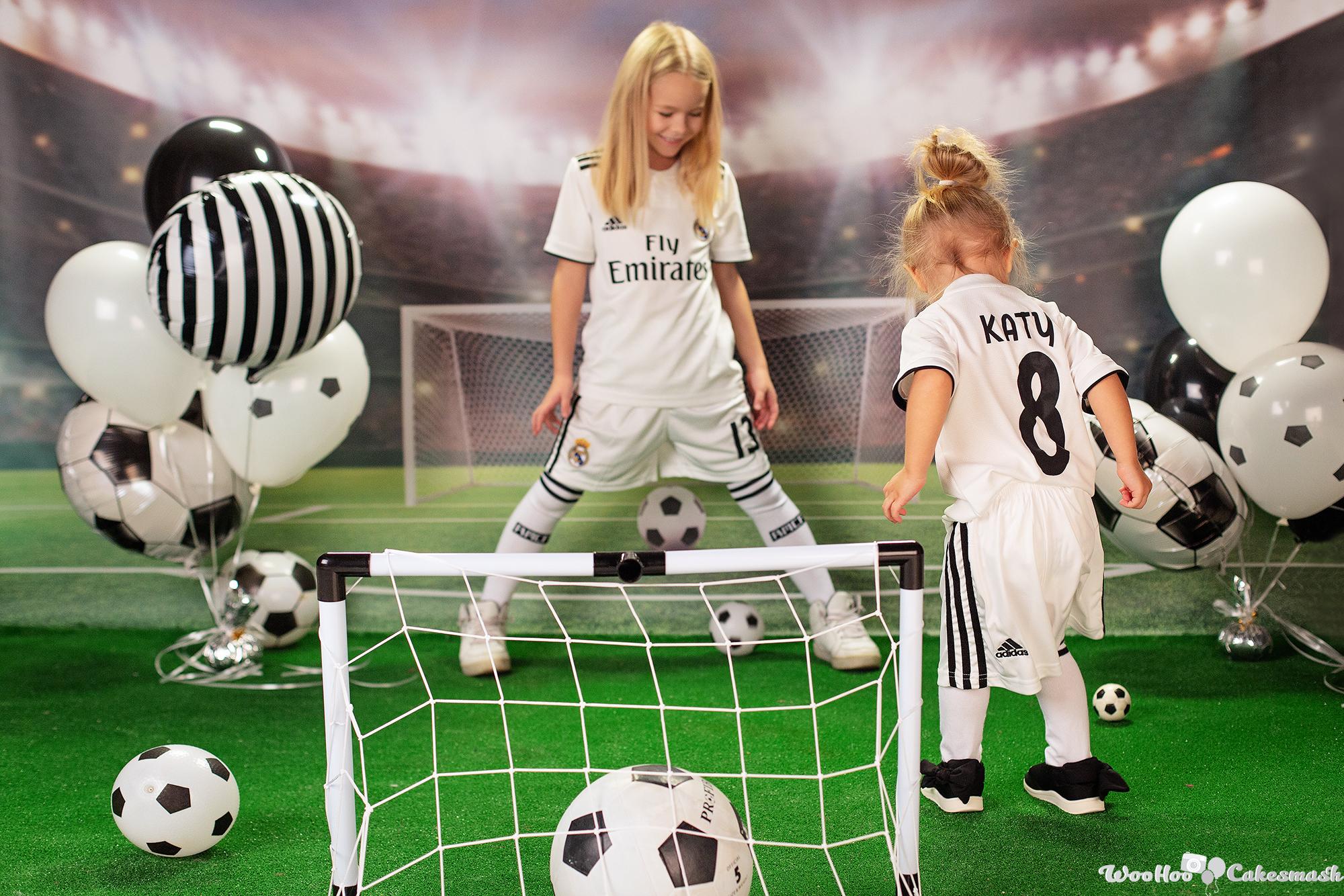 woohoo_cakesmash_Katya_football_girl_1