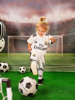 woohoo_cakesmash_Katya_football_girl_2