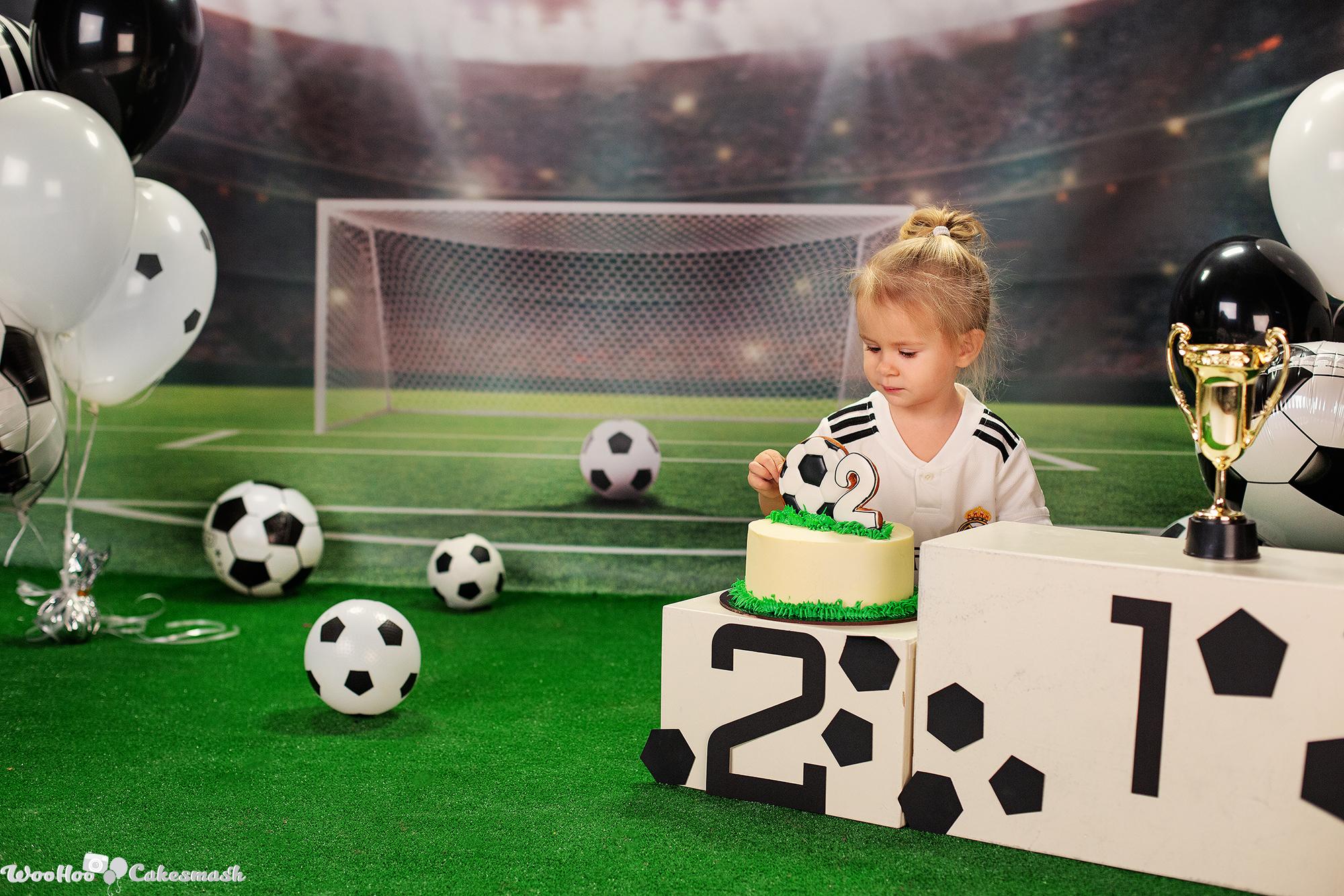 woohoo_cakesmash_Katya_football_girl_5